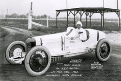 Race winner Tommy Milton