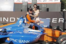Scott Dixon, Chip Ganassi Racing Honda en vrouw Emma vieren