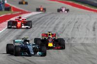 Valtteri Bottas, Mercedes-Benz F1 W08  and Daniel Ricciardo, Red Bull Racing RB13 battle