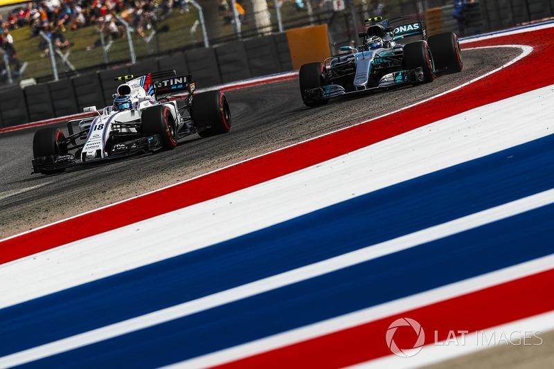 Lance Stroll, Williams FW40 dan Valtteri Bottas, Mercedes-Benz F1 W08