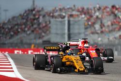 Карлос Сайнс-мол., Renault Sport F1 Team RS17, Себастьян Феттель, Ferrari SF70H