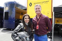 Aseel Al-Hamad, membro del consiglio della Federazione motoristica dell'Arabia Saudita e Rappresentante FIA delle donne dell'Arabia Saudita nella Motorsport Commission con David Coulthard
