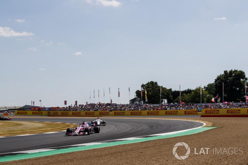 Sergio Perez, Force India VJM11, y Marcus Ericsson, Sauber C37