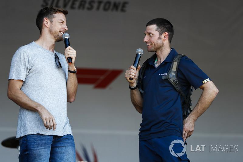 Guy Martin parle avec Jenson Button sur scène