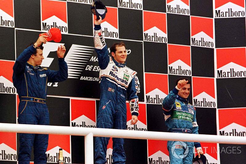 Podyum: Yarış galibi Jacques Villeneuve, Williams, 2. Olivier Panis, Prost Grand Prix, Jean Alesi, Benetton