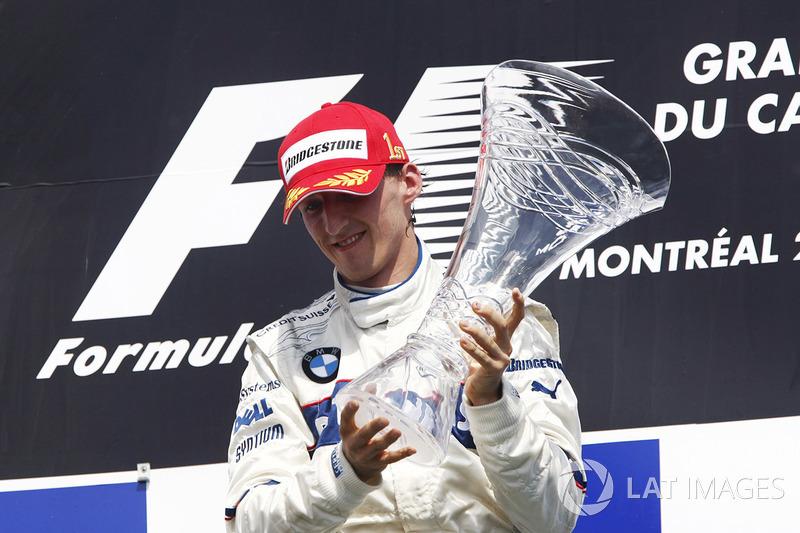 Die Gerechtigkeit: Robert, inzwischen 34, wurden durch den Rallye-Unfall die besten Jahre seiner Karriere weggenommen. Er hatte für 2012 bereits einen Ferrari-Vertrag unterschrieben, wäre Teamkollege von Fernando Alonso geworden. Im Leben kommt alles zurück, heißt es. Vielleicht in Form eines Sensations-Podiums 2019?