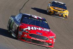 Kurt Busch, Stewart-Haas Racing Ford, Matt Kenseth, Joe Gibbs Racing Toyota
