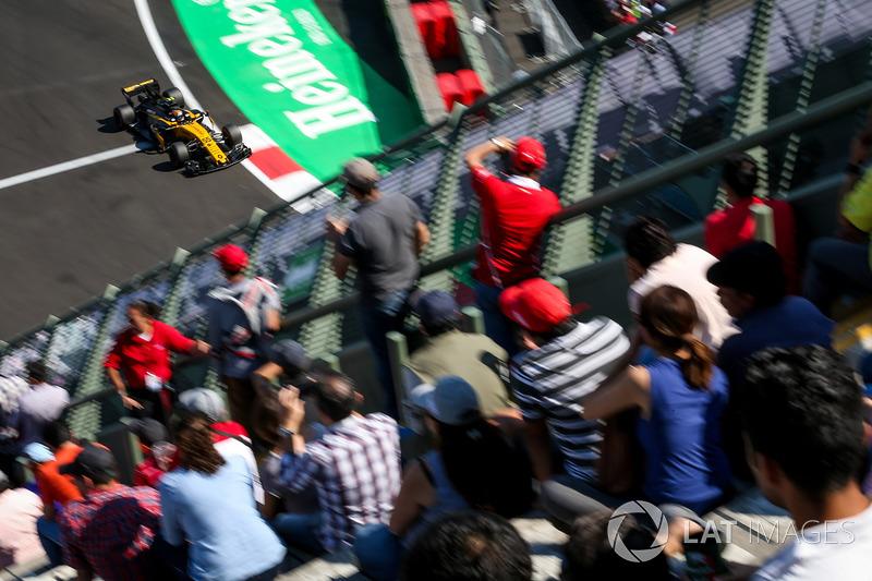 Carlos Sainz Jr., Renault Sport F1 Team RS17 e fãs