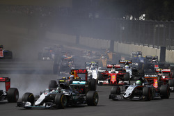 Nico Rosberg, Mercedes F1 W07 Hybrid, Nico Hulkenberg, Force India VJM09 Mercedes, Max Verstappen, Red Bull Racing RB12 TAG Heuer, Kimi Raikkonen, Ferrari SF16-H, Sebastian Vettel, Ferrari SF16-H au départ