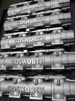 Parti del motore Cosworth alla fabbrica della Cosworth a Northampton