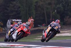 Tadayuki Okada, Repsol Honda Team; Max Biaggi, Marlboro Yamaha Team