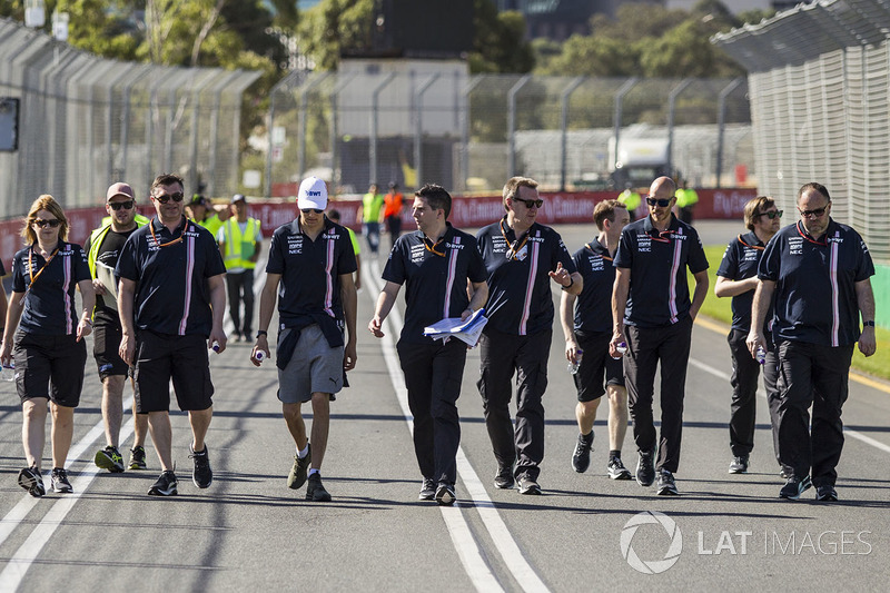 Esteban Ocon, Force India F1 walks the track with the team