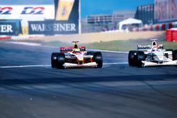 Ralf Schumacher y el ganador Johnny Herbert