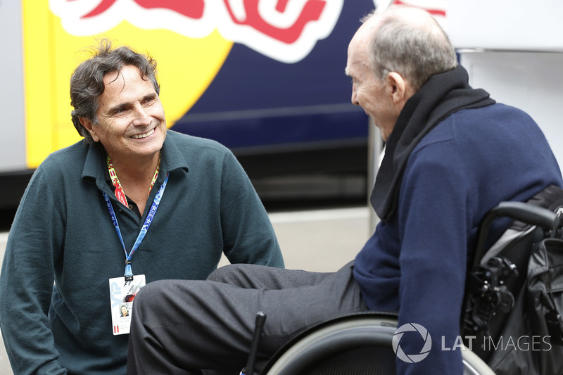 Sir Frank Williams, Team Principal, Williams F1, talks to Nelson Piquet