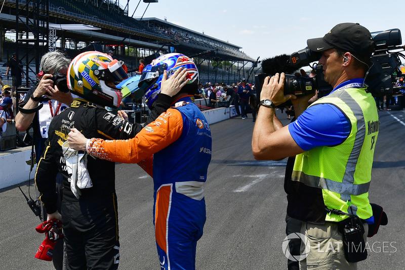 Scott Dixon, Chip Ganassi Racing Honda, James Hinchcliffe, Schmidt Peterson Motorsports Honda, Pit stop Competition