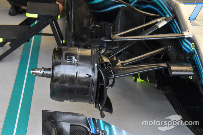 Mercedes AMG F1 W09 detalle del freno delantero