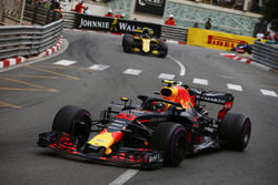 Max Verstappen, Red Bull Racing RB14, Carlos Sainz Jr., Renault Sport F1 Team R.S. 18