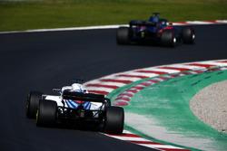 Брендон Хартли, Scuderia Toro Rosso STR13, и Сергей Сироткин, Williams FW41