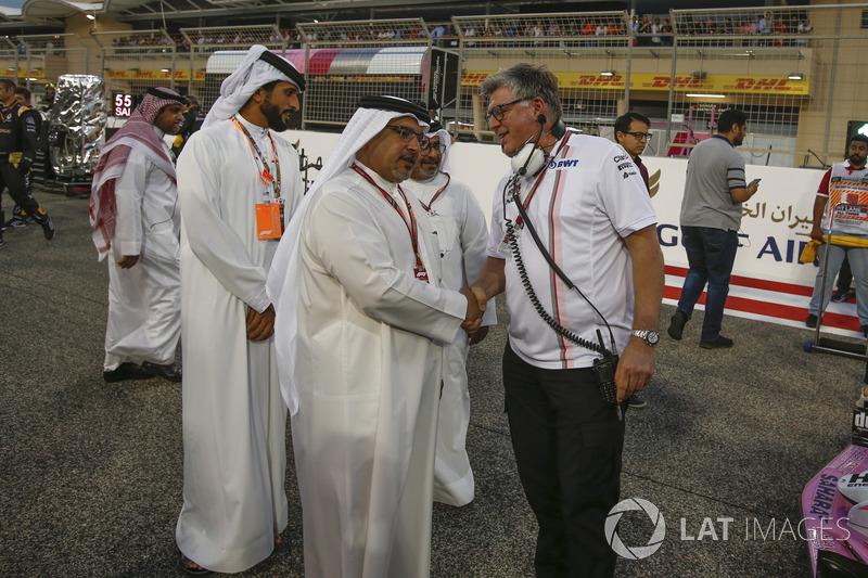Crown Prince Shaikh Salman bin Hamad Al Khalifa, and Otmar Szafnauer, Force India Formula One Team Chief Operating Officer on the grid