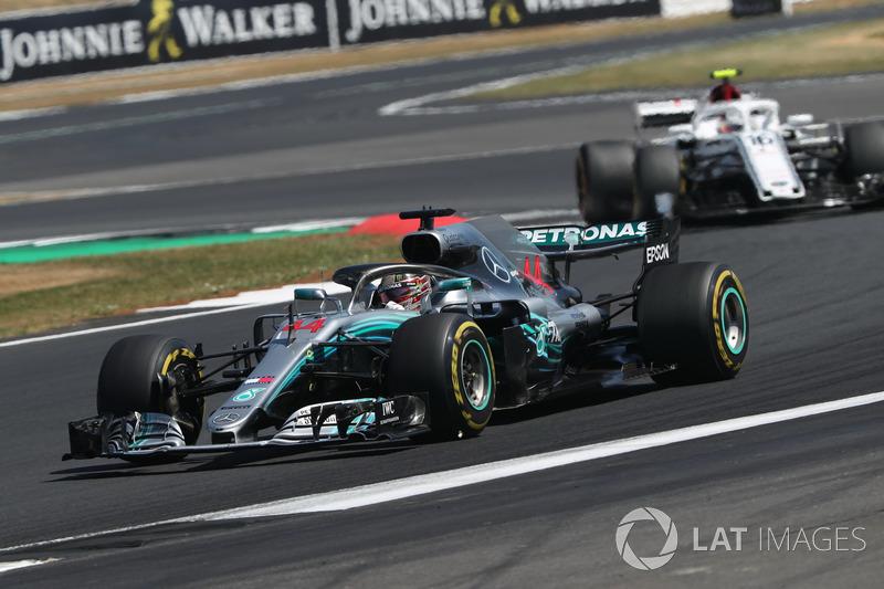 Mercedes применяет психологию