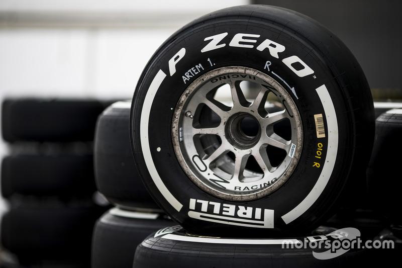 Ban medium Pirelli