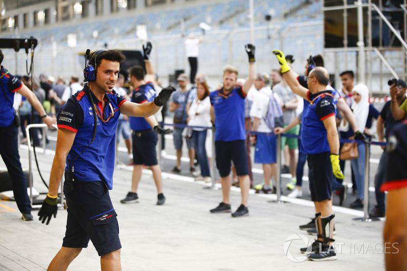 Toro Rosso mechanic in the pit lane