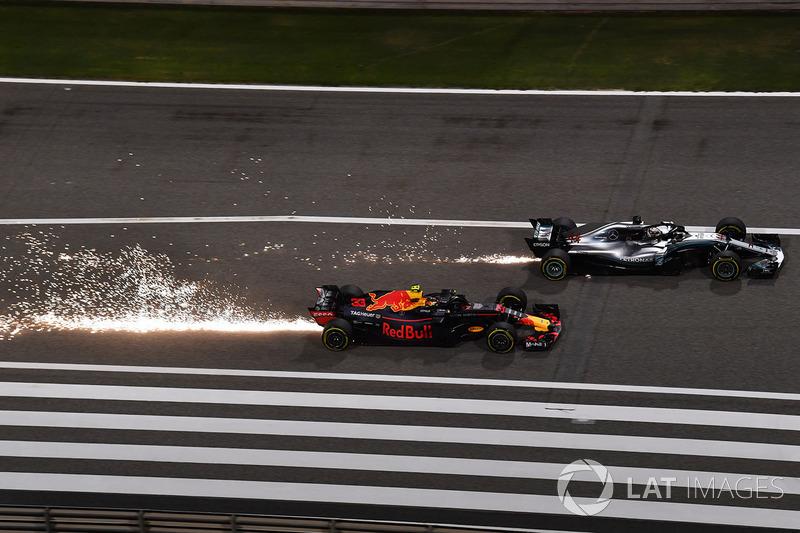 Max Verstappen, Red Bull Racing RB14 melawan Lewis Hamilton, Mercedes-AMG F1 W09 EQ Power