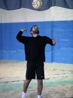 Timo Glock, voleibol de playa cubierto