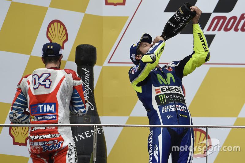 Podio: segudo lugar Valentino Rossi, Yamaha Factory Racing