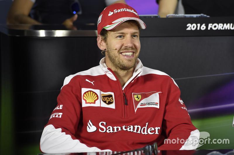 Sebastian Vettel, Ferrari en la Conferencia de prensa FIA