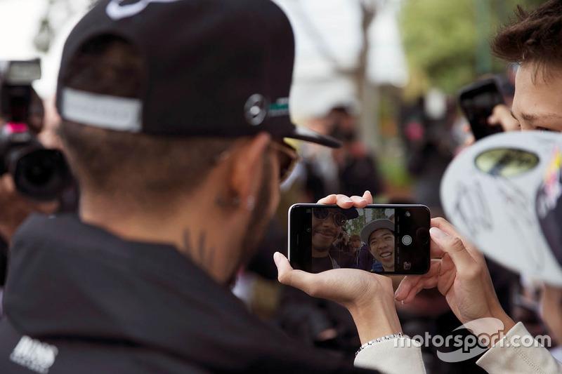Lewis Hamilton, Mercedes AMG F1 Team with fans
