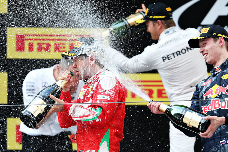 Podio: gandor Nico Rosberg, Mercedes AMG F1 Team, segundo lugar Sebastian Vettel, Ferrari, tercer lugar Daniil Kvyat, Red Bull Racing