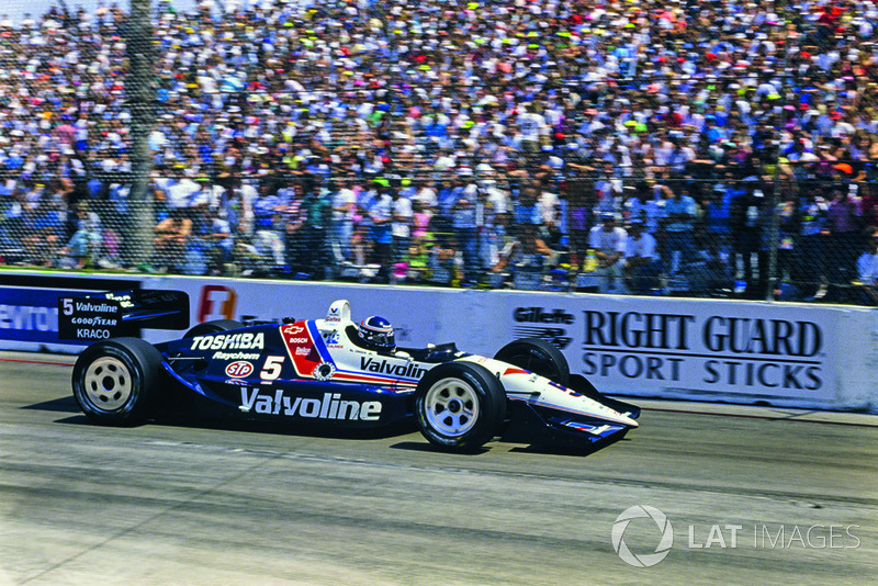 1990: The Galles/Kraco Lola-Chevrolet of Al Unser Jr. heads for the third of his record-setting six Long Beach wins.