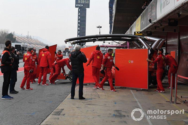 Sebastian Vettel, Ferrari SF90, ritorna ai box