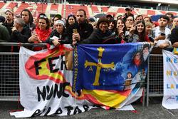 Fernando Alonso, McLaren fans y banners