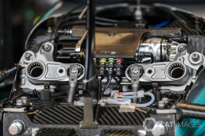 Mercedes-Benz F1 W08 ön süspansiyon detay