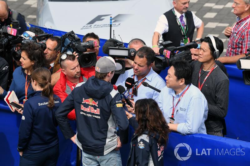 Данііл Квят, Scuderia Toro Rosso, Тед Кравітц, Sky TV