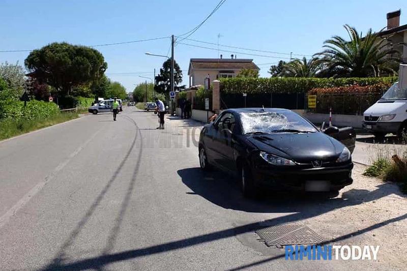 El sitio del accidente de Nicky Hayden en su bicicleta con un coche