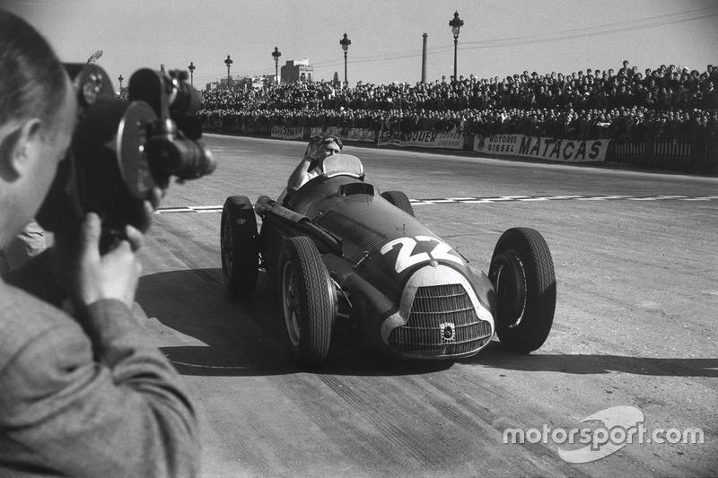 1951: Juan Manuel Fangio met de eerste van vijf
