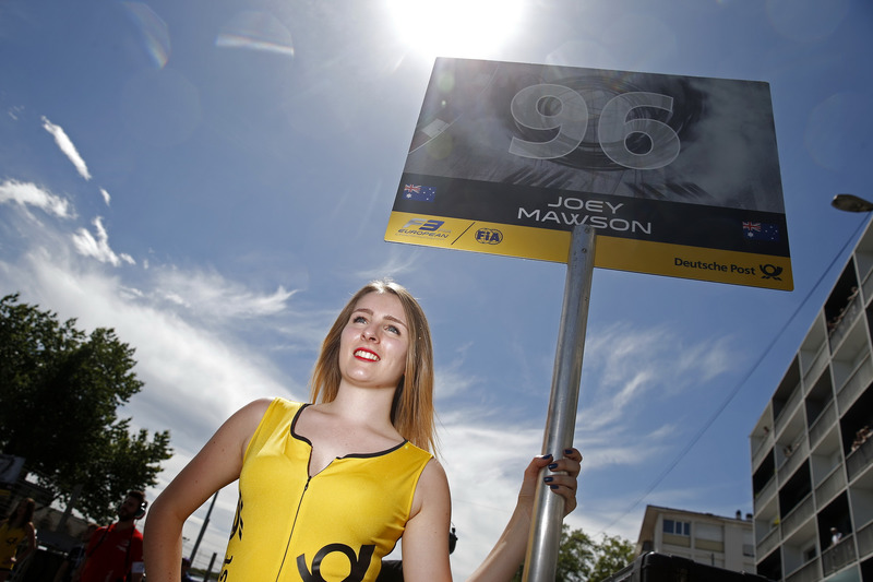 Gridgirl of Joey Mawson, Van Amersfoort Racing, Dallara F317 - Mercedes-Benz
