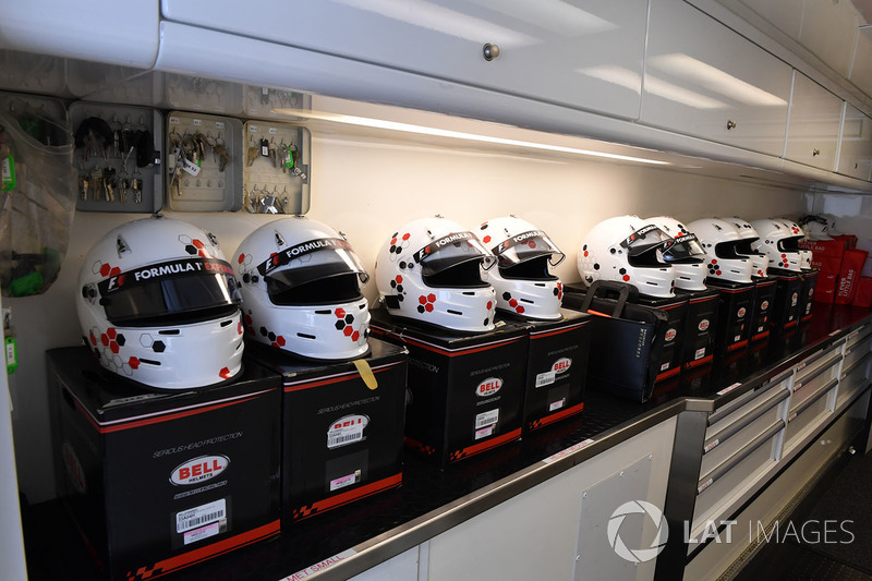 Helmets in the F1 Experiences garaje
