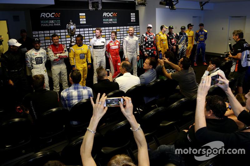 Los pilotos en la conferencia de prensa