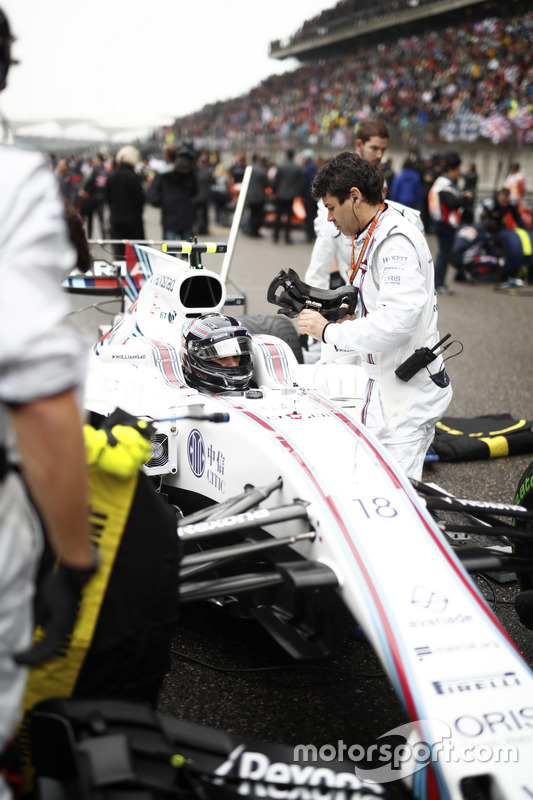Lance Stroll, Williams FW40, on the grid