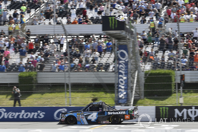 Christopher Bell, Kyle Busch Motorsports Toyota se lleva la abandera a cuadros