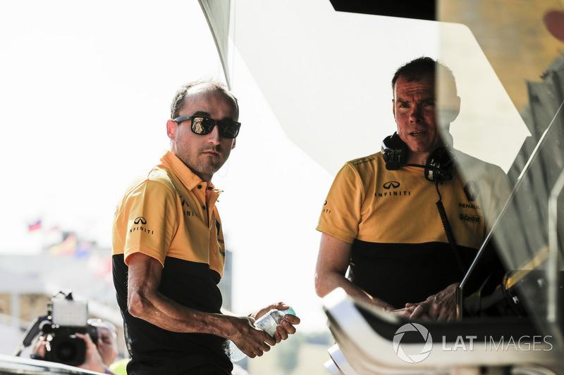 Роберт Кубица впервые с 2010 года в паддоке Ф1 на тестах в Венгрии