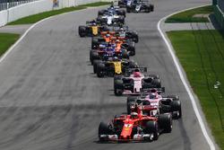 Sebastian Vettel, Ferrari SF70H at the start of the race