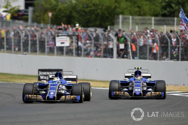 Marcus Ericsson, Sauber C36 e Pascal Wehrlein, Sauber C36