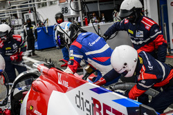 Pit stop #32 SMP Racing BR 01 Nissan: Stefano Coletti, Andreas Wirth, Vitaly Petrov