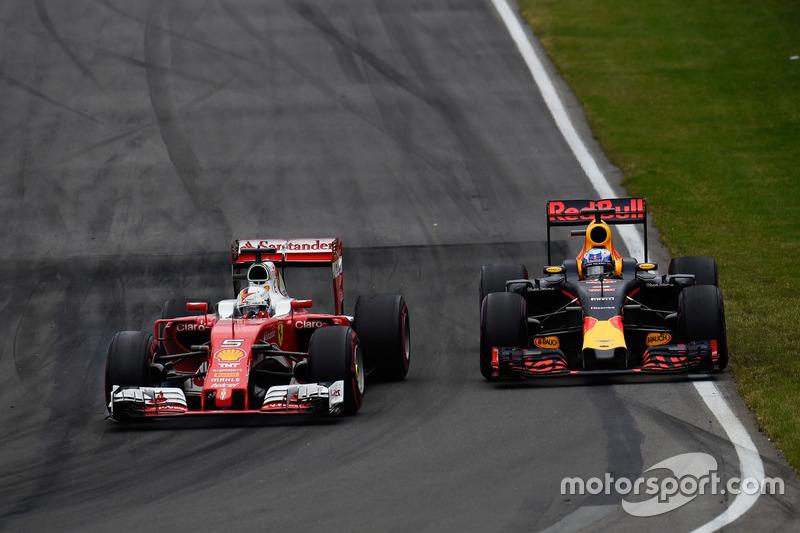 (L to R): Sebastian Vettel, Ferrari SF16-H and Daniel Ricciardo, Red Bull Racing RB12 battle for position