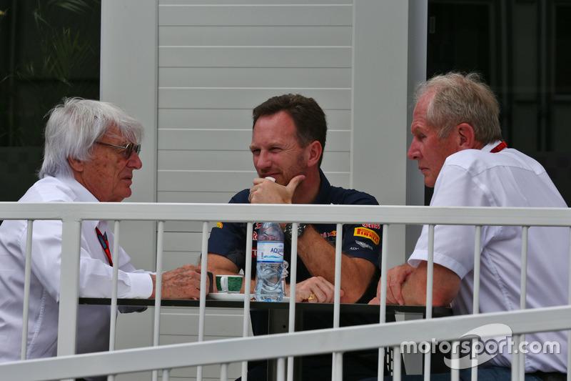 Bernie Ecclestone, con Christian Horner, jefe de equipo de carreras de Toro rojo y el Dr. Helmut Marko, asesor de Red Bull Motorsport